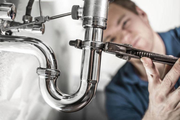 Comment réparer une tuyauterie bruyante ?