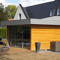 Extension en bois d'une maison moderne
