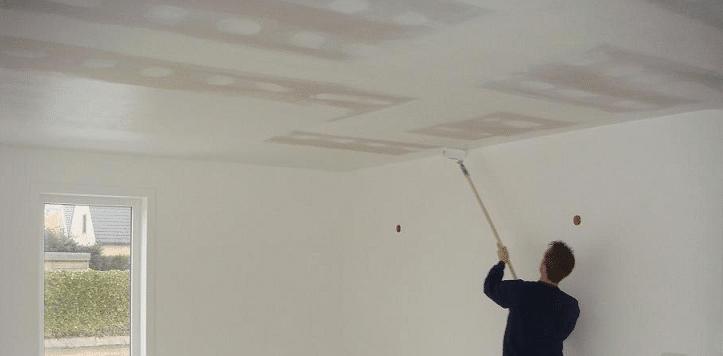 Plafond abîmé : faire disparaître une auréole