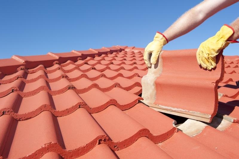 Comment trouver et réparer une fuite sur toiture