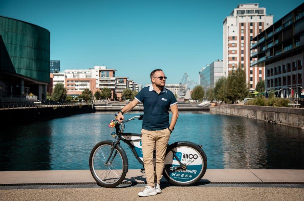 Nicola Pomilio avec son vélo illiCO travaux Strasbourg