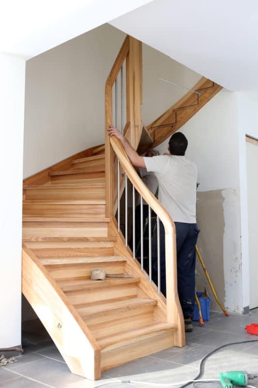 Pose escalier en bois par menuisier illiCO travaux