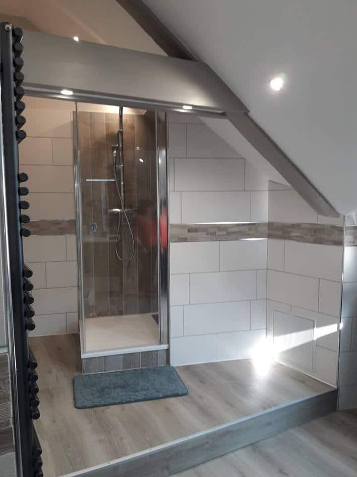 salle de bain aménagée sous les combles