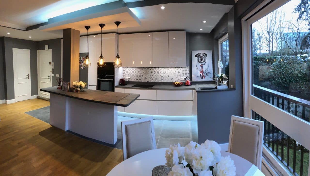 Rénovation et installation de meubles de cuisine.