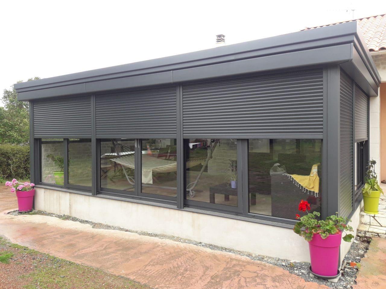 extension de maison avec une veranda moderne à Aiffres