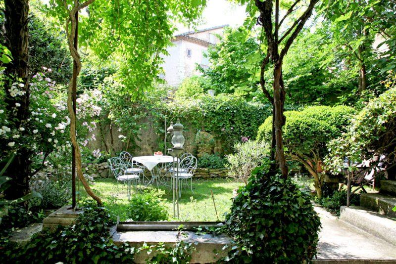 aménagement extérieur jardin ombragé