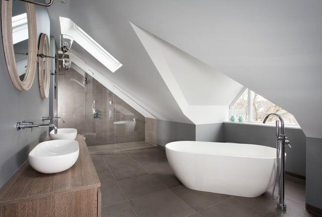 aménagement d'une salle de bain sous les combles
