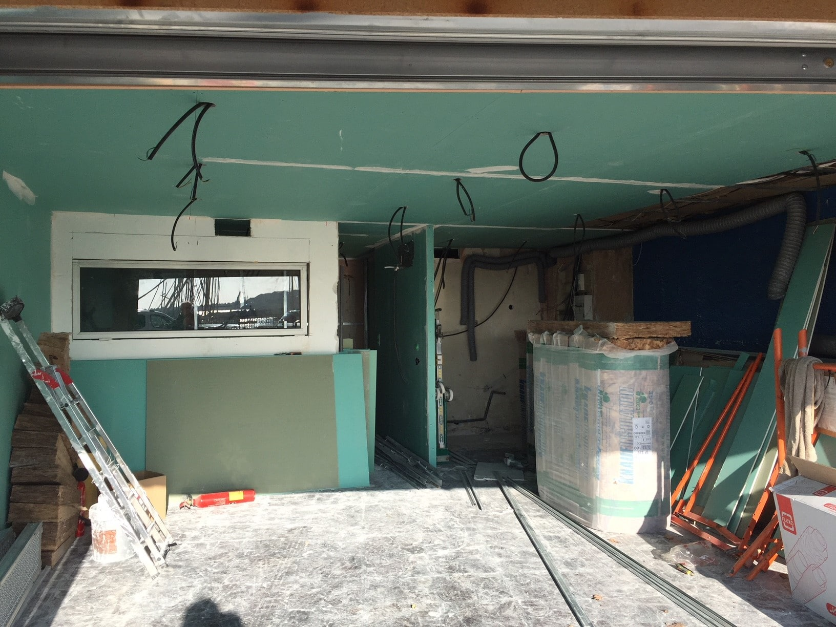 Transformation d'un garage en studio à Marseille (13)