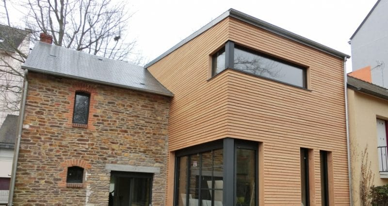 agrandissement d'une ancienne maison avec une extension en bois