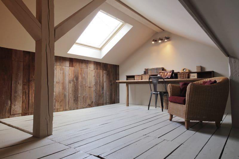 fenêtre de toit pour de la luminosité dans les combles