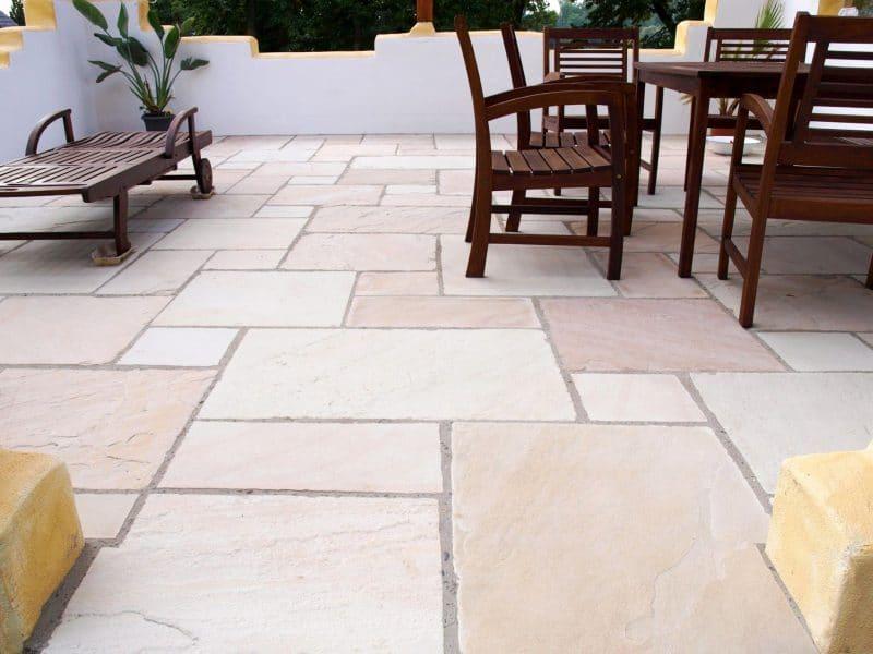 revêtement de terrasse en pierre naturelle