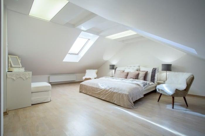 luminosité sous les combles avec des fenêtres de toit