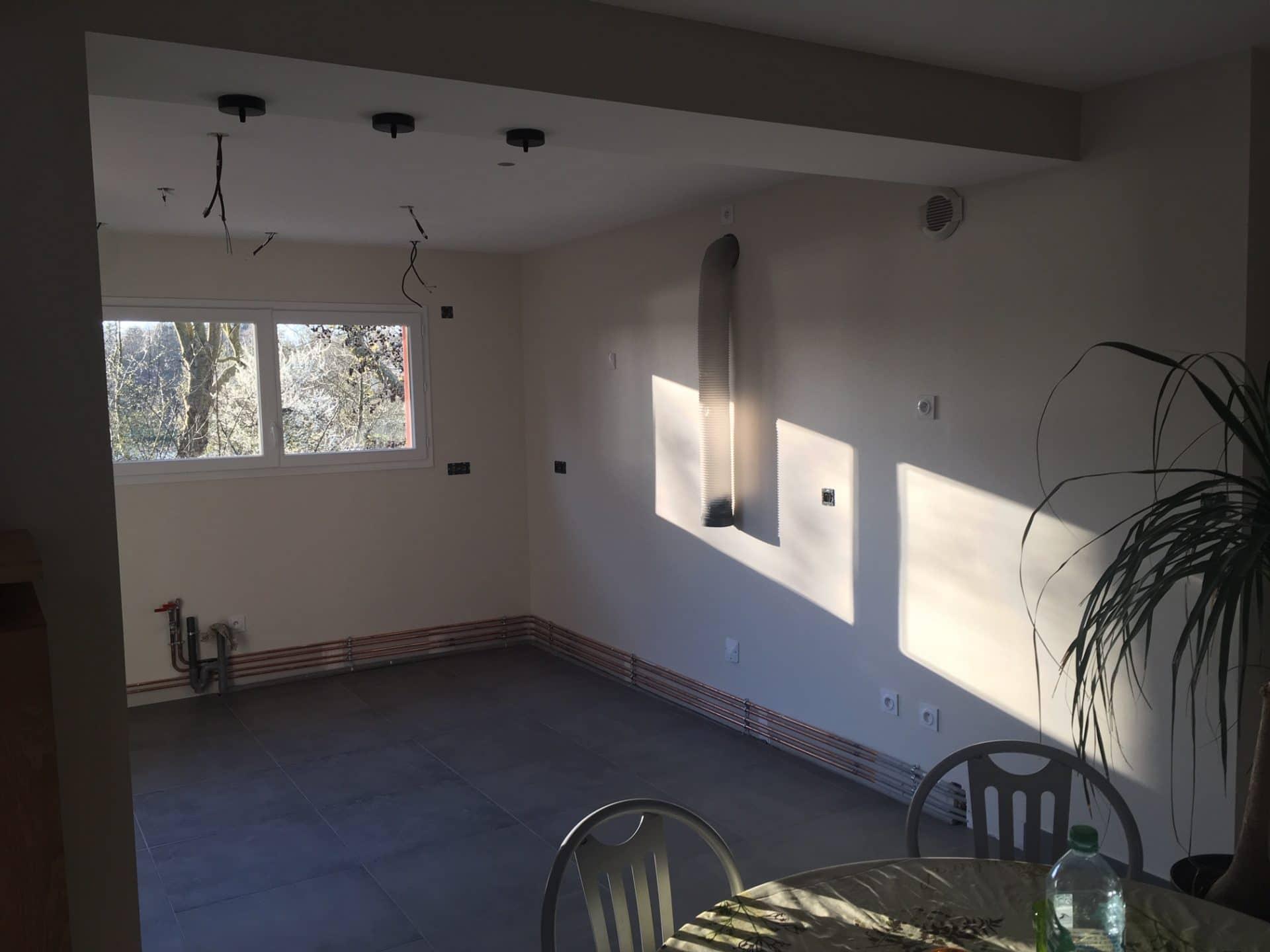 Extension de maison avec toit plat pour une cuisine à Grandchamp-des-Fontaines (44)