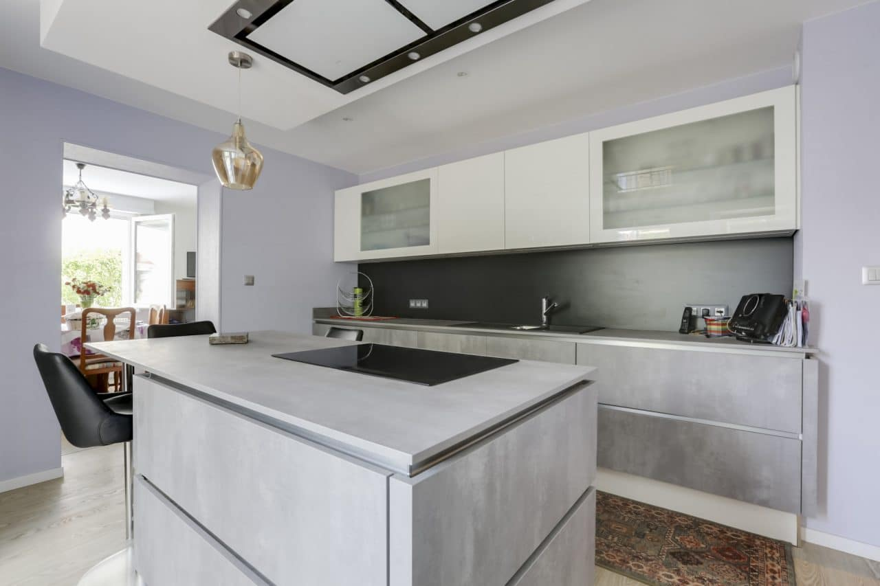 renovation maison cuisine aménagée ilot central plaque cuisson Mundolsheim