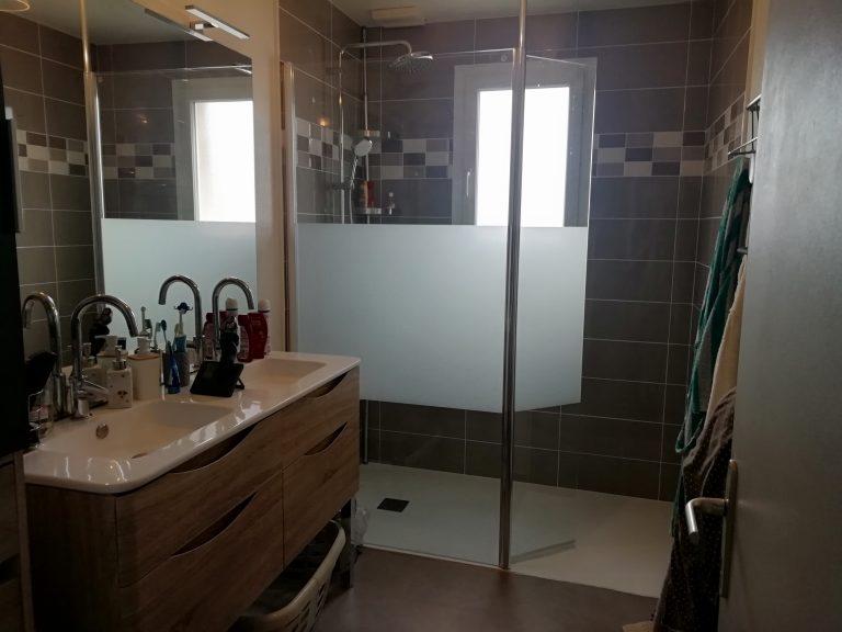 Avant/Après d'une rénovation de salle de bain à Saint-Germain-en-Coglès (35)