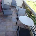 rénovation appartement balcon salon extérieur chaise La Grande Motte
