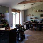 rénovation longère cuisine salle à manger îlot central peinture Landaul