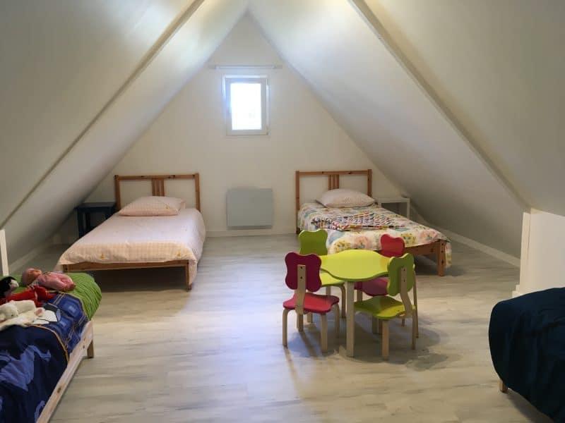 rénovation intérieure maison chambre enfant sous combles parquet stratifié Arzal