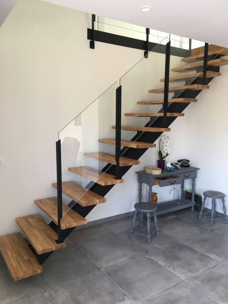 rénovation intérieure maison escalier métallique avec limon central carrelage Arzal