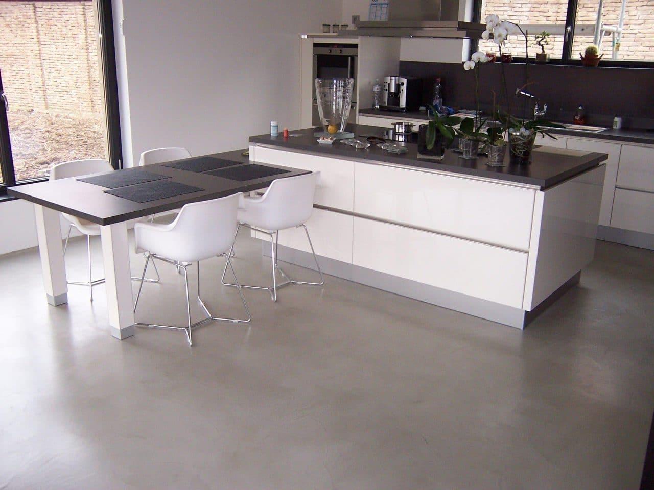 sol en béton ciré dans cuisine