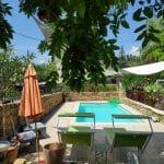 création espace piscine terrasse travertin de pierre naturelle dorée Villefranche-sur-Saône