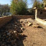 création espace piscine jardin maison mur pierre local piscine avant travaux Villefranche-sur-Saône