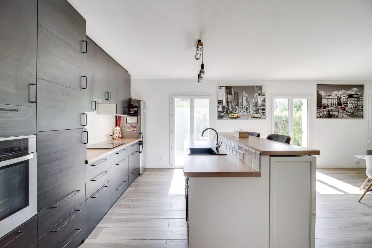rénovation maison agencement cuisine ouverte îlot espace vie La Sauve