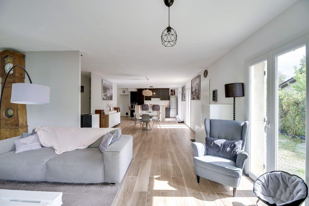 rénovation maison agencement salon salle à manger carrelage imitation parquet La Sauve