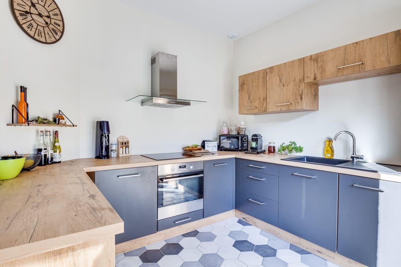 rénovation maison cuisine plan de travail bois carrelage Bron