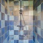 rénovation maison douche faïence effet métallisé rouillé Bron