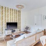 rénovation maison parquet bois peinture papier peint feuillage or Bron