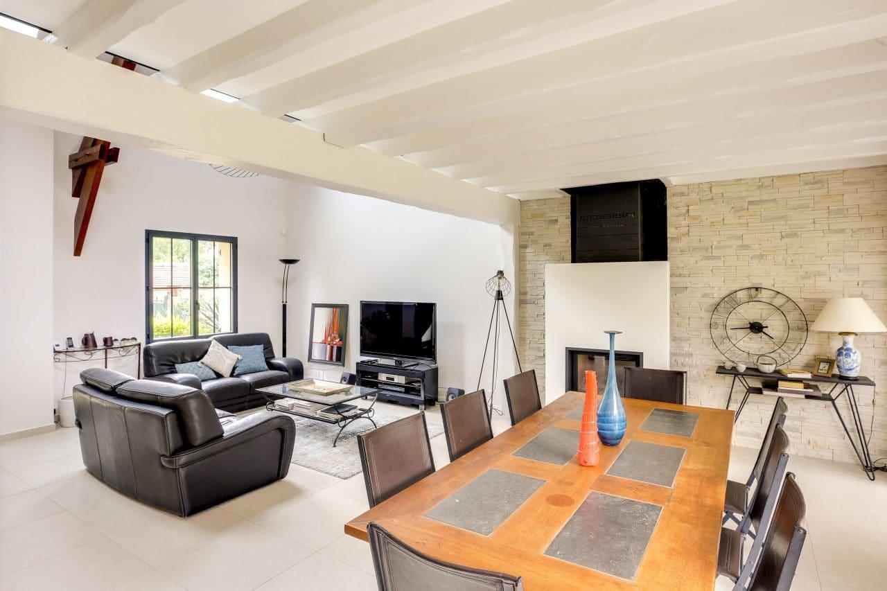 rénovation intérieure maison salon salle à manger mur pierre parement peinture Vernon