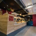 rénovation restaurant asiatique intérieur comptoir bois carrelage gris Grenoble