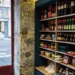 rénovation restaurant asiatique présentoir vitrine mur pierres apparentes Grenoble