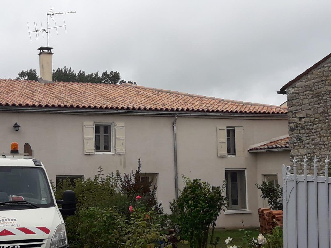 rénovation toiture toit maison gouttière zinc Saint-Hilaire-la-Palud