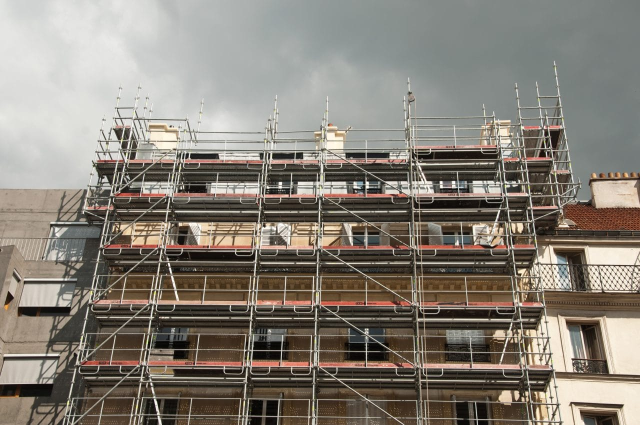 rénovation façade immeuble échafaudage