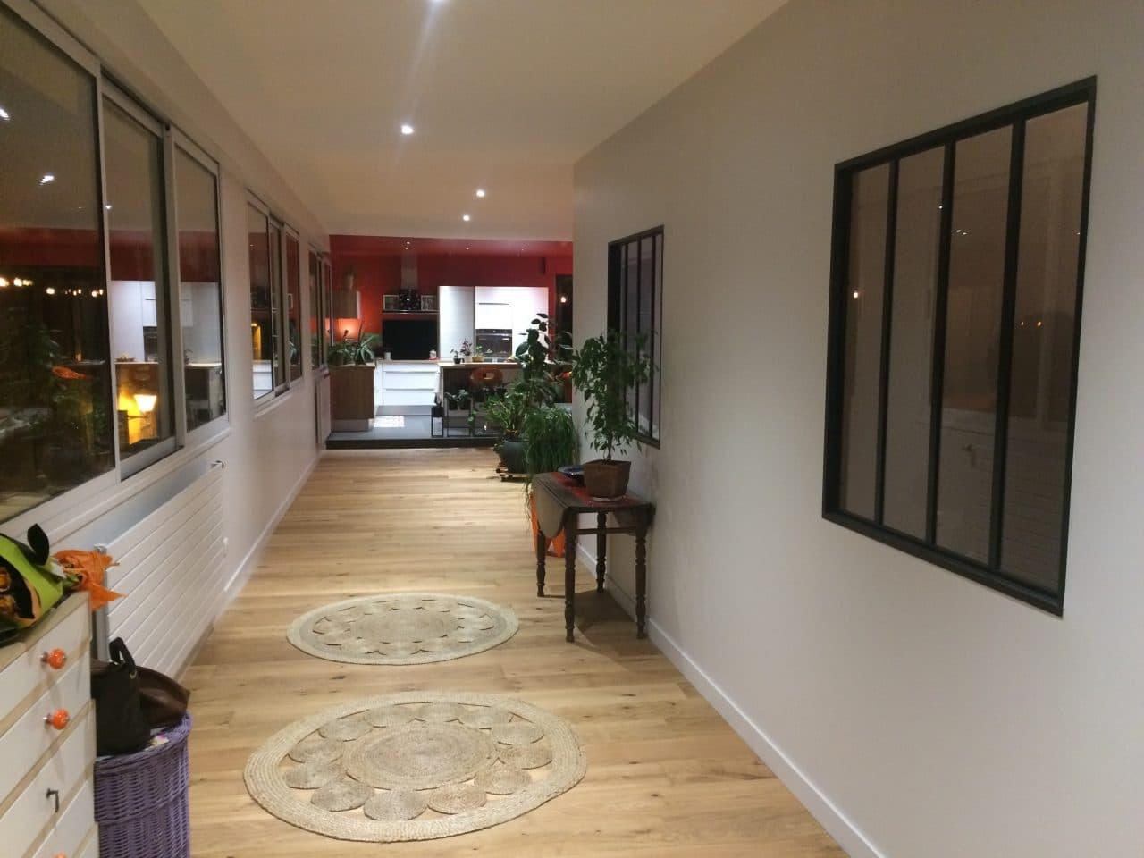 rénovation appartement loft entrée couloir parquet massif verrière d'atelier Niort