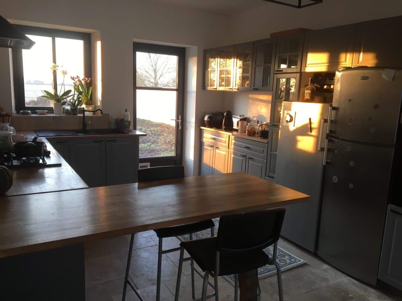 rénovation grange cuisine aménagée plan de travail bois Olivet