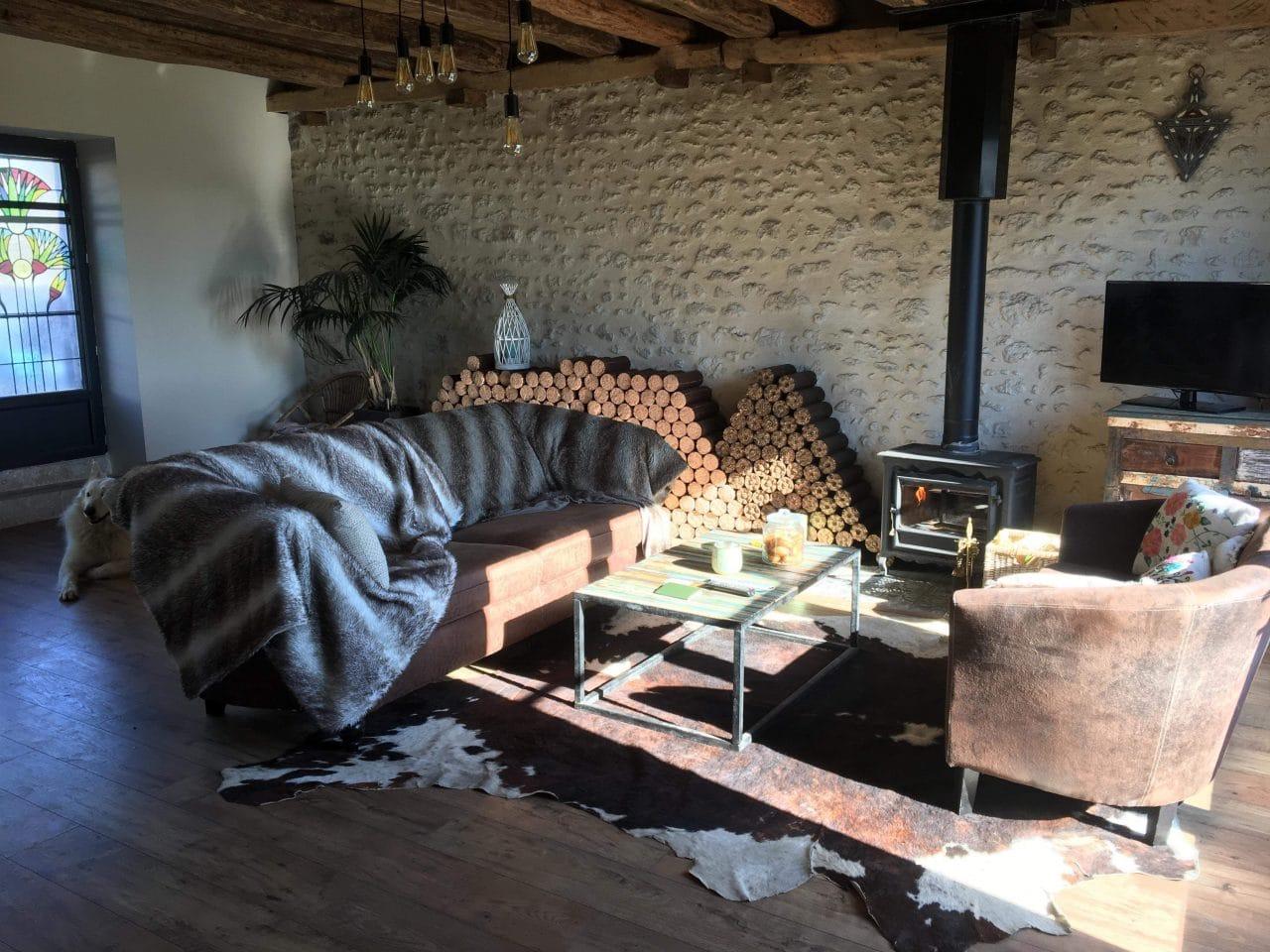 rénovation grange pierres apparentes plancher bois charpente cheminée Olivet