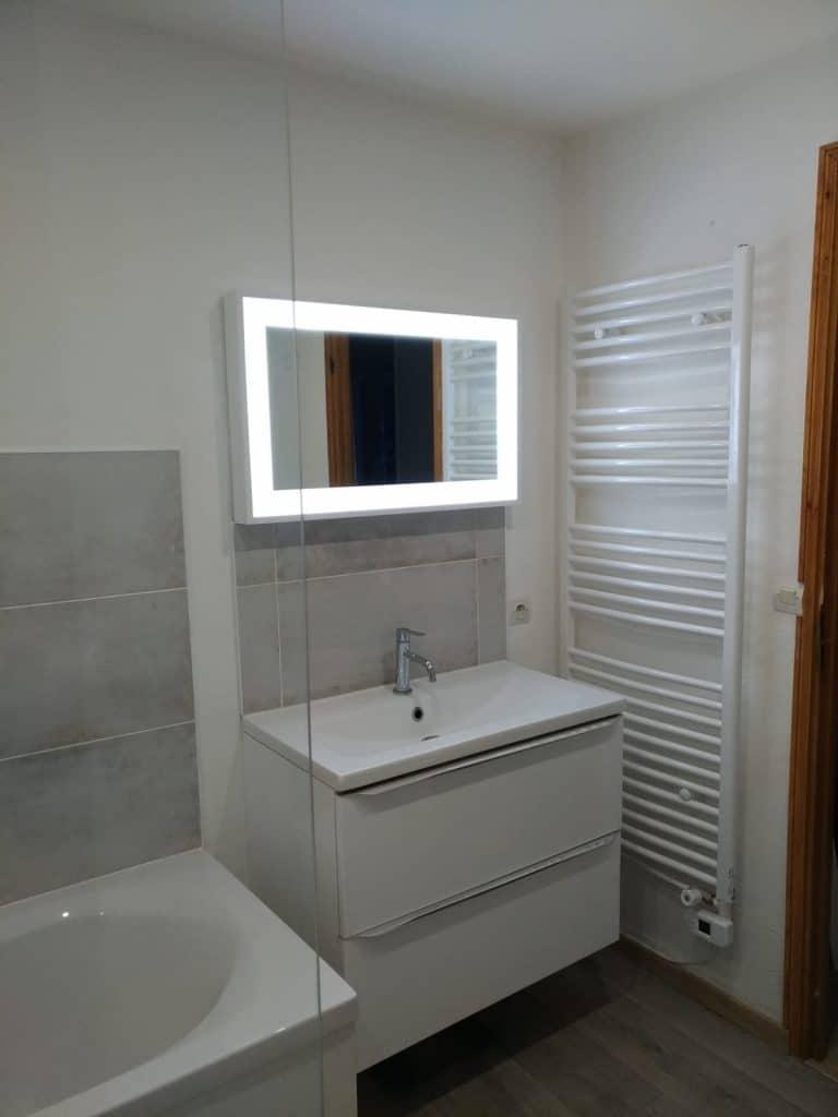 rénovation salle de bain meuble vasque miroir éclairé sèche-serviettes peinture mur Harnes