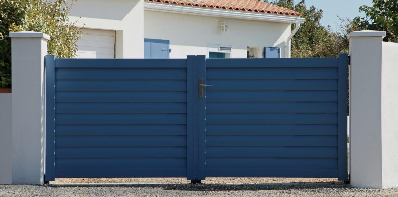 portail bleu bois