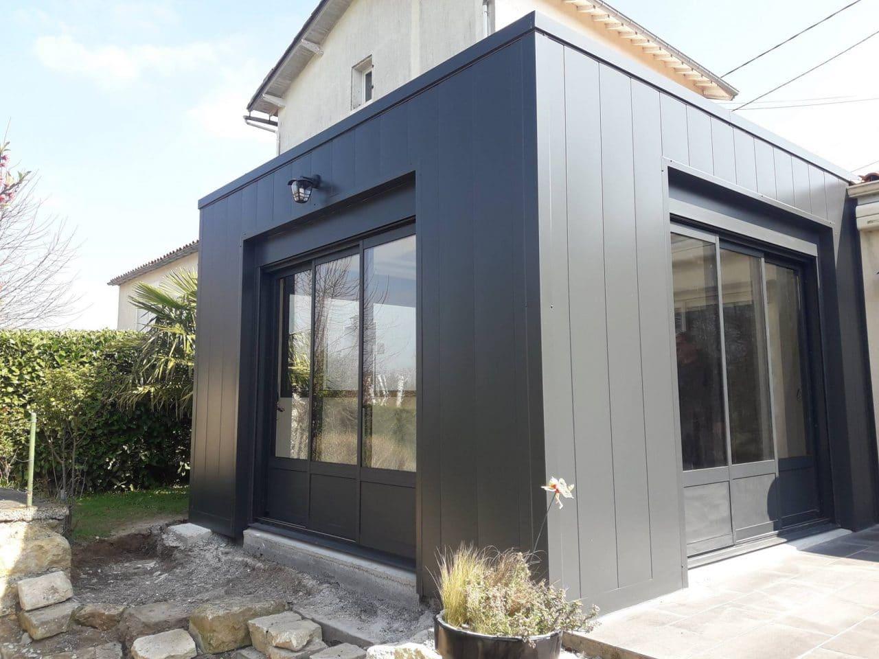 extension maison toit plat bardage acier menuiserie aluminium Niort