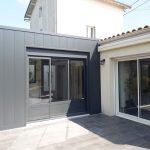 extension maison toit plat bardage en acier Niort