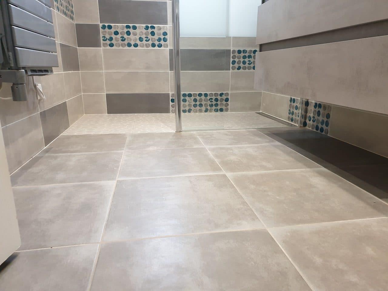 rénovation de salle de bain près d'Agen : carrelage au sol
