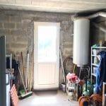 création d'une chambre dans un garage : avant travaux porte menant à l'extérieur