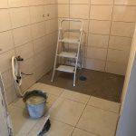 rénovation aménager salle d'eau personne à mobilité réduite pendant travaux pose faïence carrelage plomberie