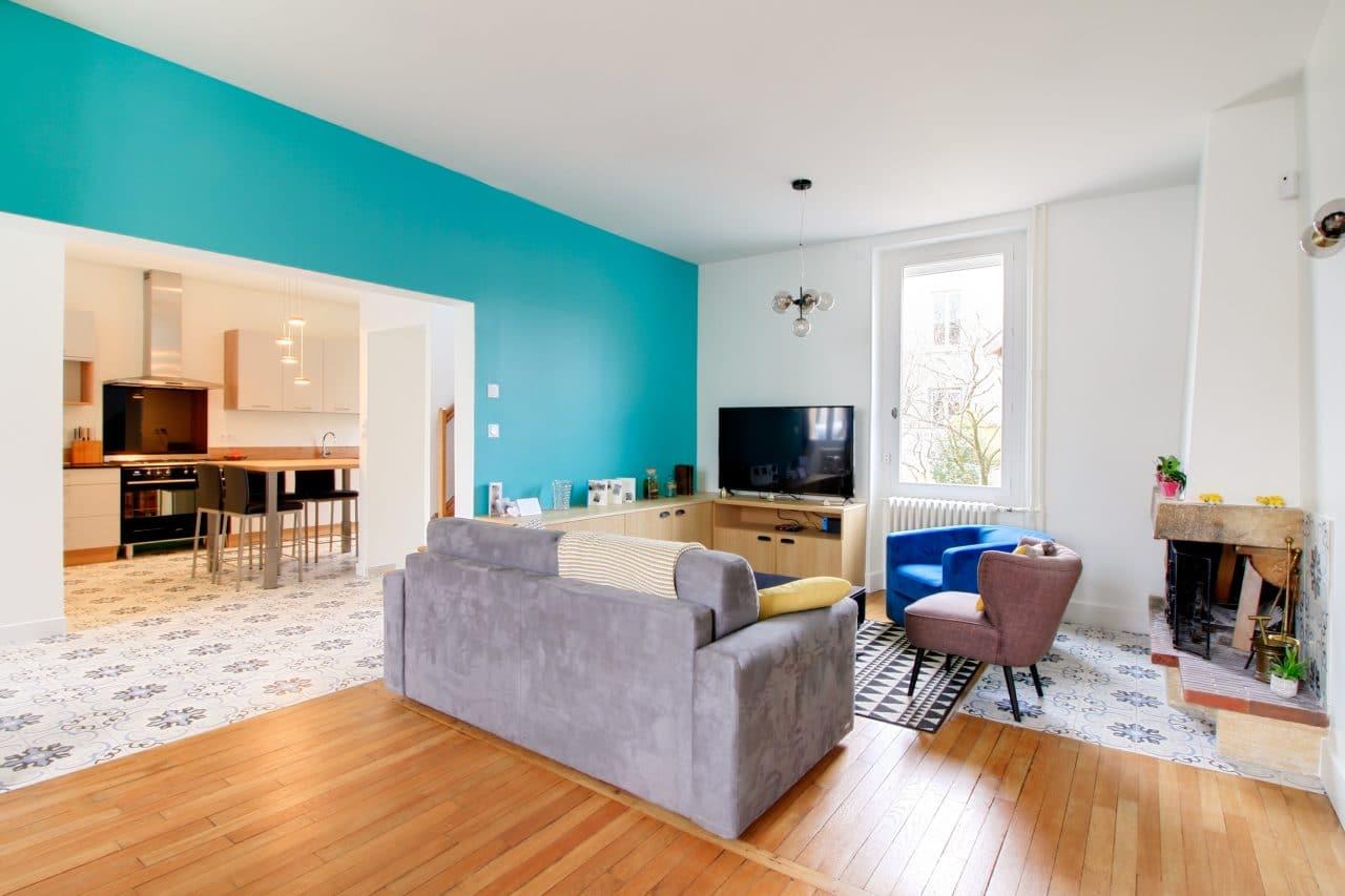 rénovation surélévation maison salon pièce à vivre parquet carrelage peinture murs cheminée Dijon