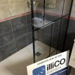 rénovation salle de bain douche paroi verrière faïence gris foncé Pays Voironnais