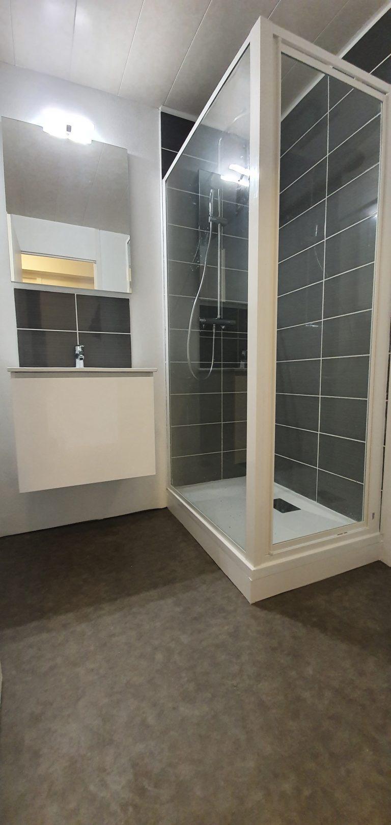 Rénover sa salle de bain avec un petit budget, exemple à Lille (59)