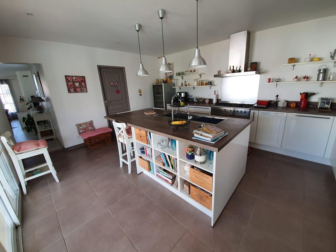 création rénovation cuisine électroménager carrelage peinture îlot central hotte Angoulême